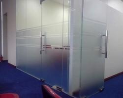Decal mờ dán kính văn phòng cho nhà hiện đại