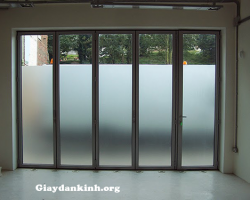 Giấy dán mờ cửa kính bao nhiêu tiền – Giá 1m2 dán mờ cửa kính