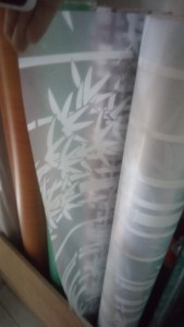 Decal dán kính hoa văn hình cây trúc trắng
