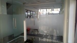 Decal dán kính mờ văn phòng Vp1