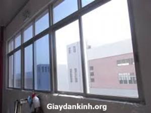 giấy dán kính nhìn 1 chiều phản quang chống nắng tốt