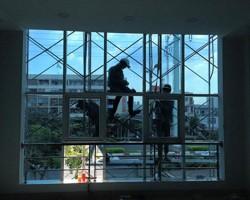 Dán Phim cách nhiệt cho cửa sổ với màu xanh cửu long