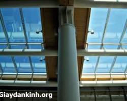 giấy dán kính cách nhiệt chống nắng cho giếng trời, kính trần