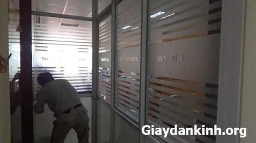 Giấy dán kính mờ cắt logo tại Quận Đống Đa - Hà Nội